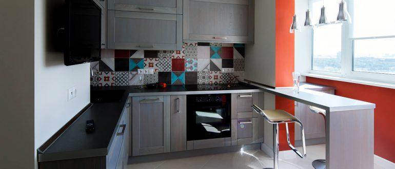 Барная стойка на подоконнике кухни