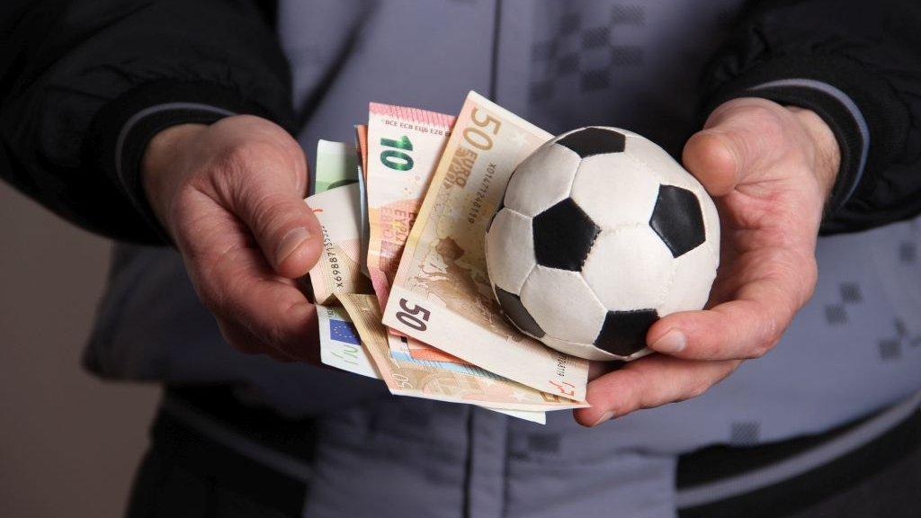 Как можно зарабатывать на футболе?
